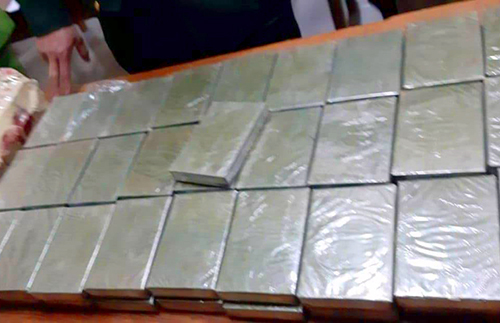 Three Vietnamese nationals arrested for smuggling heroin from Laos