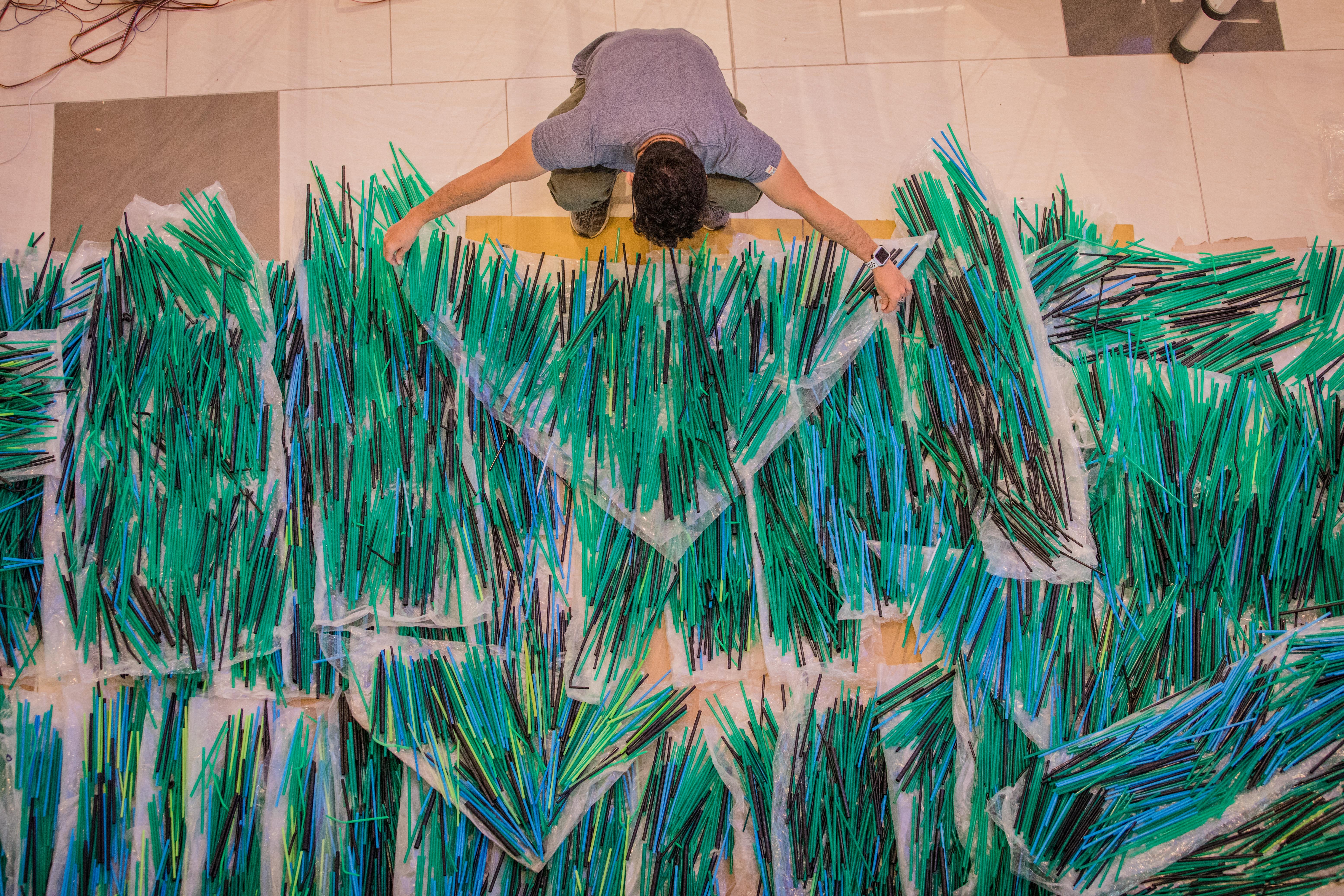 A straw wave of biblical proportions hits Saigon - VnExpress