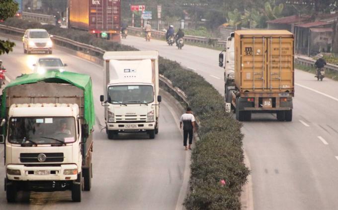 Death traps put pedestrians in Northern Vietnam in constant fear - 9