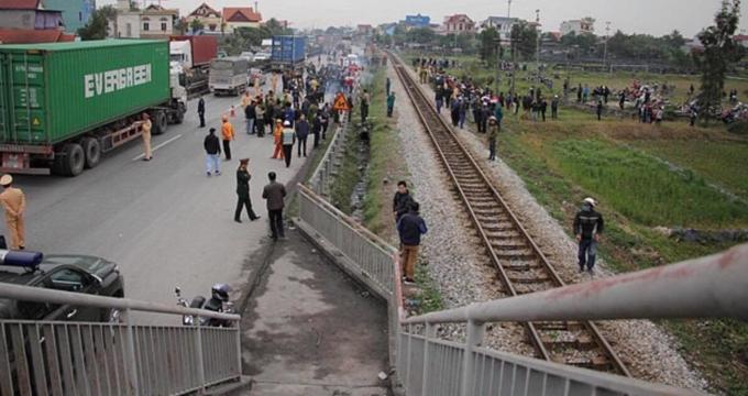 Death traps put pedestrians in Northern Vietnam in constant fear - 2