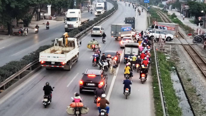 Death traps put pedestrians in Northern Vietnam in constant fear - 3