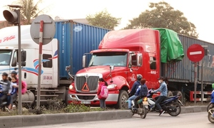 Commuters risk lives every day on chaotic northern Vietnam highway
