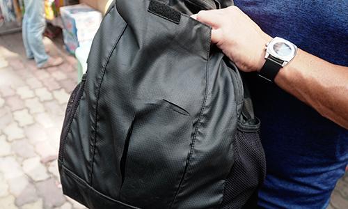 Australian couple pickpocketed on Saigon festival street