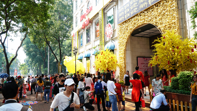 As Saigon blooms yellow, foreigners join multitudes on its streets - 5