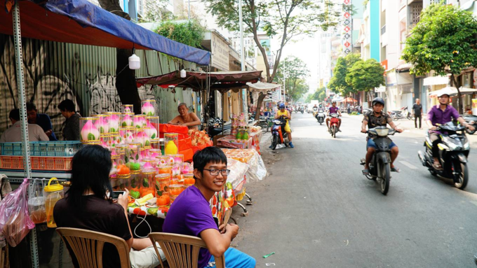 Pomegranate cake adds color and sweetness to Tet  in Saigon