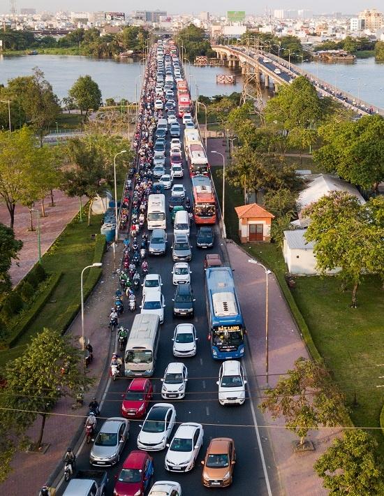 Walking a better option as traffic chokes roads near Saigon bus station - 2