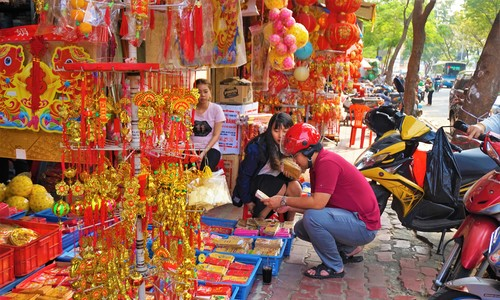 Saigon wears its Tet colors with typical flamboyance