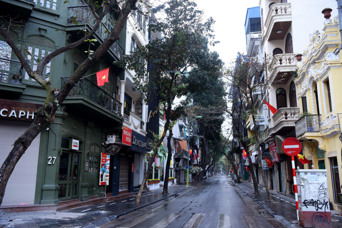 Deserted Hanoi, Saigon become oases of peace and quiet - 2