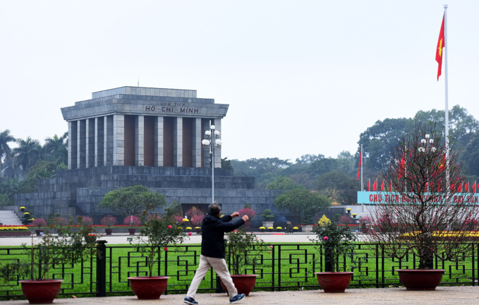 Deserted Hanoi, Saigon become oases of peace and quiet - 4