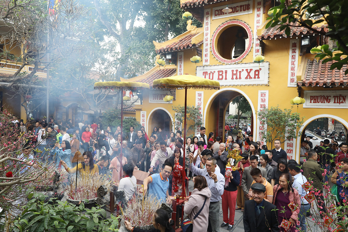 On the first day of Tet, people throng pagodas