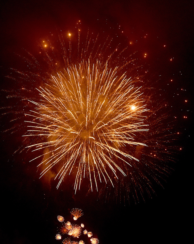 Hanoi ushers in Lunar New Year with stunning midnight fireworks - 7