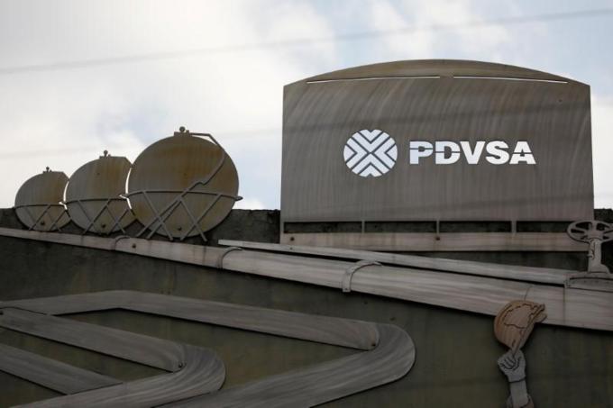 Venezuela shifts oil ventures' accounts to Russian bank
