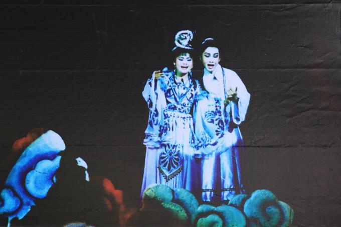 Saigon street exhibition honors Vietnam folk operaSaigon street exhibition honors Vietnam folk opera - 9