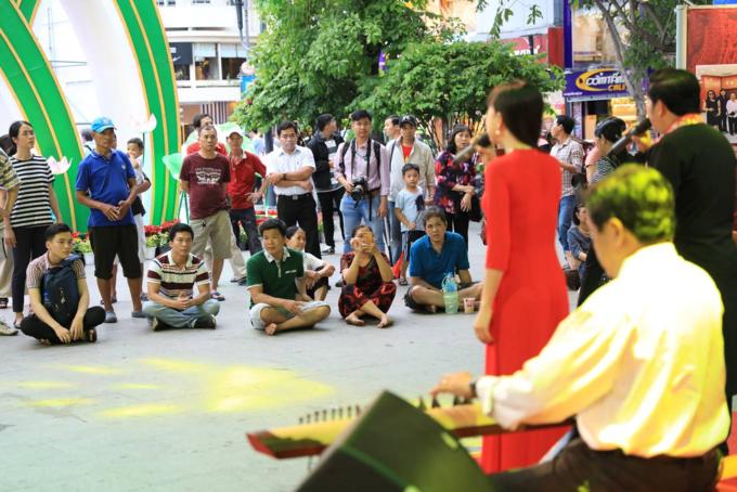 Saigon street exhibition honors Vietnam folk operaSaigon street exhibition honors Vietnam folk opera - 10