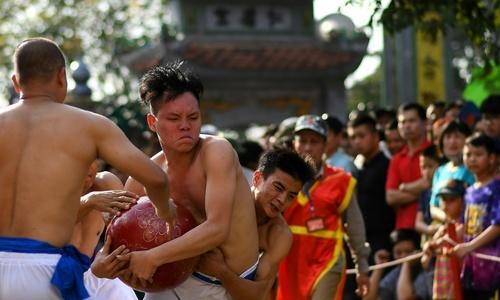 Wrestling for glory at Vietnam's 'Vat Cau' festival