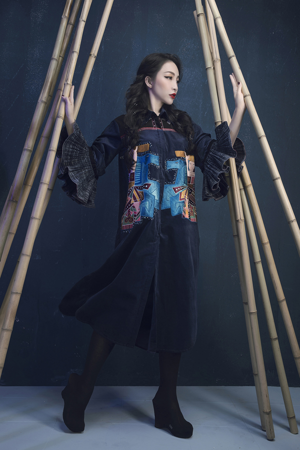 Heroic folk tale inspires Vietnamese designers latest collection Prominent Vietnamese designer Vu Viet Ha has come up with a new collection inspired by folk tale imagery.  - 3