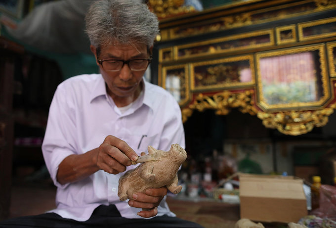 Artisan sustains legacy of clay statue making in northern Vietnam - 6