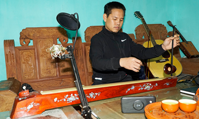 Cuong invested in a modern sound system so that online customers can feel the sounds. Photo by Trong Nghia.