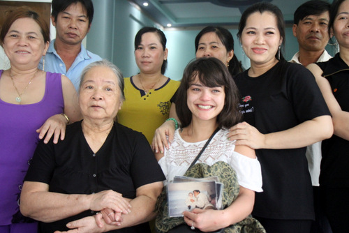 With her grandmother and extended family in Vung Tau. Photo by Nguyen Khoa.