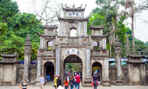 50,000 pilgrims visit Huong Pagoda on festival's opening day