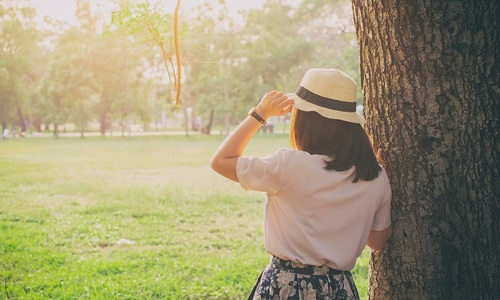 Peach blossom thorns: intrusive questions prick single women