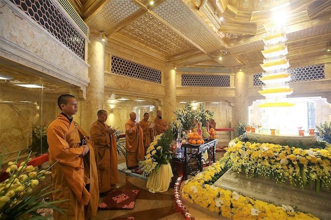 Vietnams tallest mountain acquires a spiritual dimension - 13