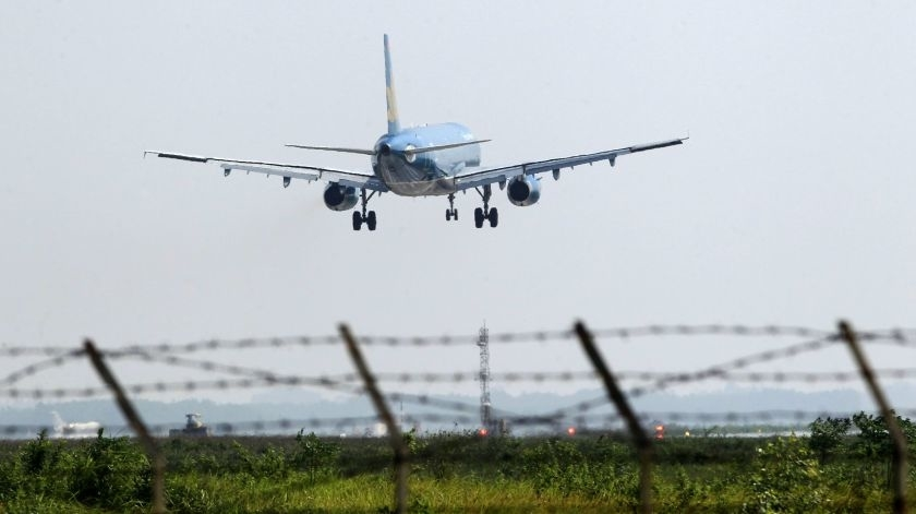Vietnamese airlines excited, worried about direct US flights
