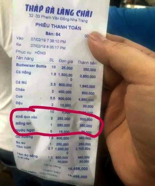 A Facebook photo shows a bill for a meal of Chinese tourists at the restaurant last Thursday.