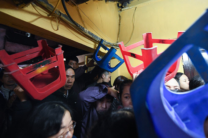 Thousands flock to Hanoi pagoda to ward off bad luck - 2
