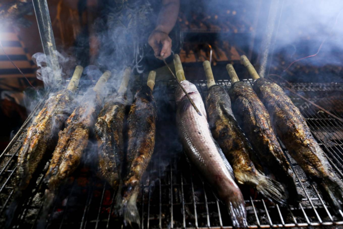 When people spend the night grilling snakehead fish for God of Wealth - 4