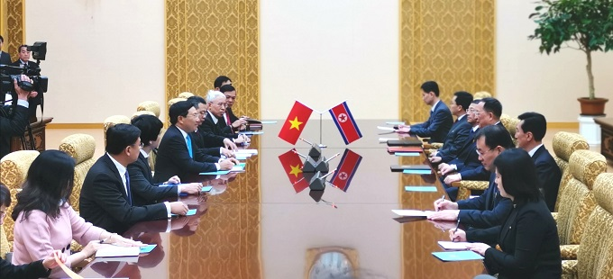 Foreign Minister Pham Binh Minh and the Vietnamese delegates (L) meet with North Korean Foreign Minister Ri Yong Ho and other officials in Pyongyang on February 13, 2019. Photo by Vietnams Ministry of Foreign Affairs