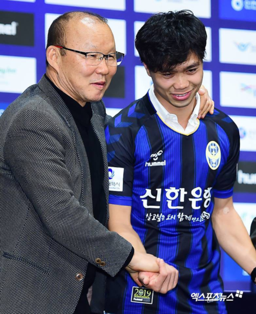 Coach Park Hang-seo praised Nguyen Cong Phuong at his Incheon Uniteds presentation. Photo courtesy of Incheon United.