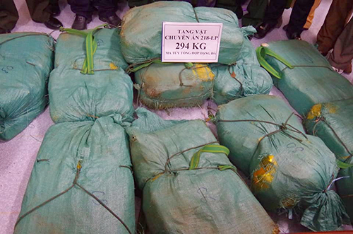 [Caption] The drugs were contained in 12 bags. Photo coutesy of Ha Tinh Border Guards