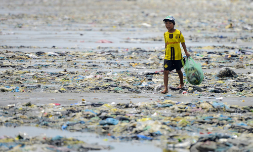A photographer exposes Vietnam's ugly underbelly - marine pollution