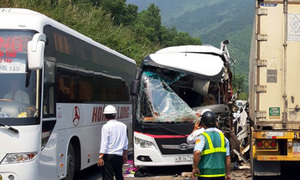 11 South Koreans injured in central Vietnam bus-truck collision