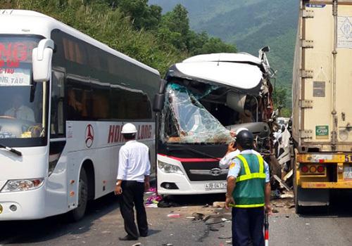 11 South Koreans injured in central Vietnam bus-truck collision
