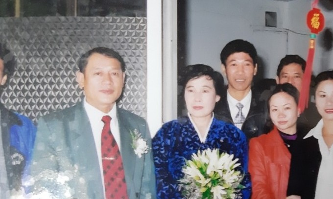 Pham Ngoc Canh (L) and Ri Young-hui at their wedding held in Hanoi on December 13, 2002. Photo courtesy of Pham Ngoc Canh
