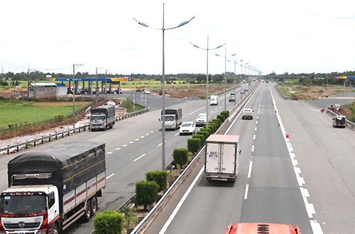 Work stalls again on key southern Vietnam expressway