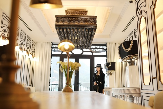 In every part of the hotel, you can feel a Sapa twist: it could be a frame made from small bells hanging from the ceiling&