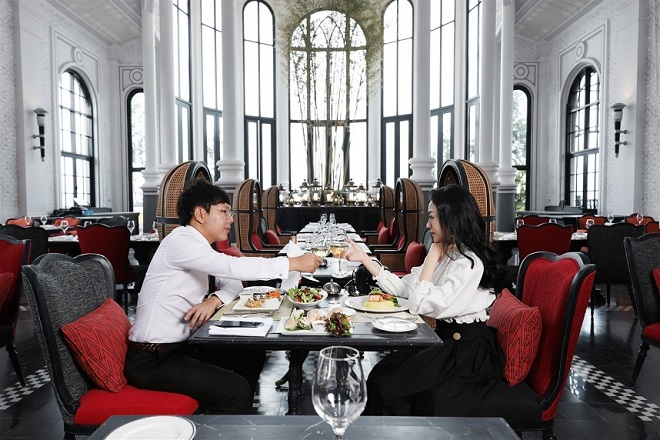 At Chic, a French restaurant with haute couture-inspired decoration, you will be immersed in an authentic Vietnamese experience by the bamboos from northwestern villages and brocade patterns on the high walls.