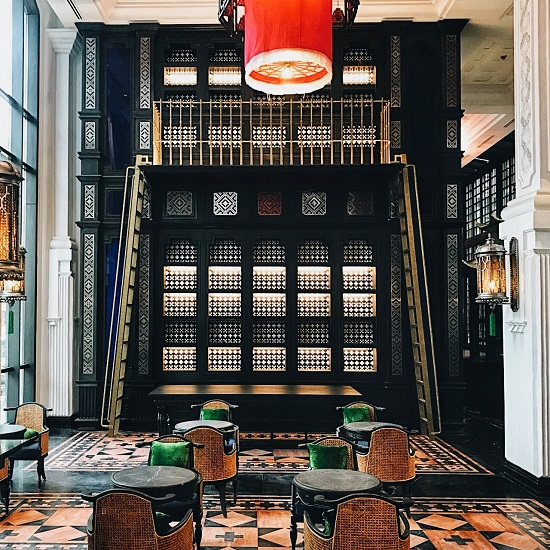 Brocade patterns are also used to create beautiful and charming windows in the reception hall. The staircases in northwestern stilt houses seem to be randomly brought into the magnificent spaces of Hotel de la Coupole, MGallery by Sofitel.
