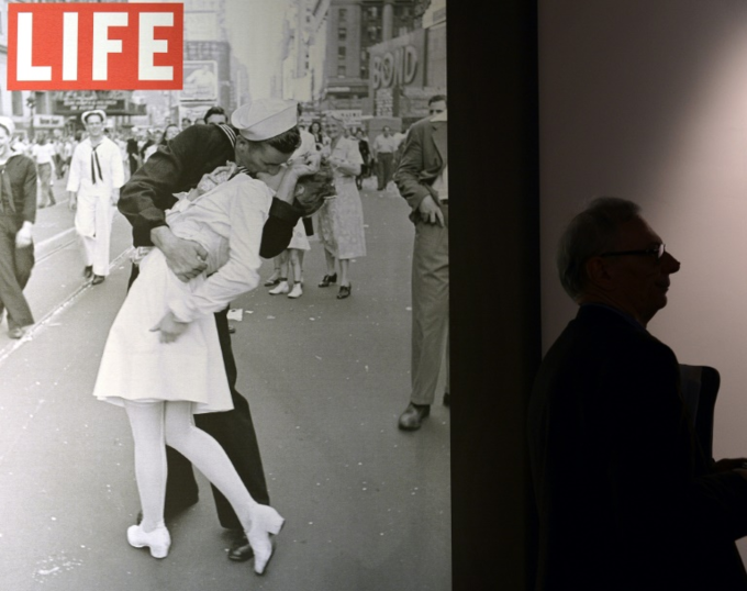 A visitor walks past VJ Day in Times Square, New York, NY, 1945 by Alfred Eisenstaedt during the Life. I grandi fotografi (Life. The great photographers) exhibition April 30, 2013 in Rome. Photo by AFP/Gabriel Bouys