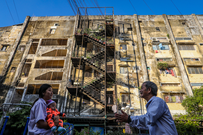 Hundreds of Saigon households live on the edge of collapse in squalid, failing buildings (edited) - 10