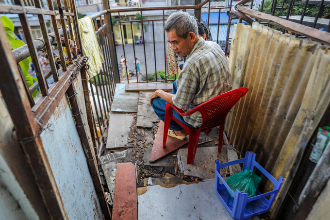 Hundreds of Saigon households live on the edge of collapse in squalid, failing buildings (edited) - 11