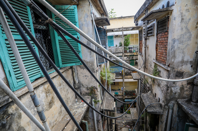 Hundreds of Saigon households live on the edge of collapse in squalid, failing buildings (edited) - 8