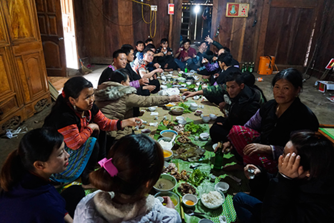Hmong families gather for the Tet holiday. Photo courtesy of Huynh Kien