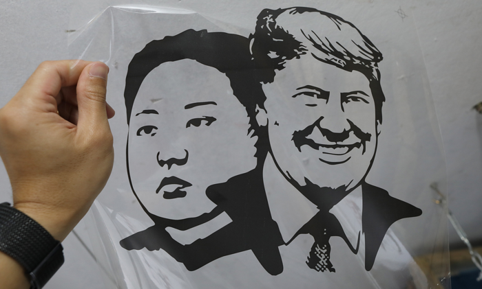 Hanoi shop discovers Trump-Kim T-shirt is a bestseller - 1