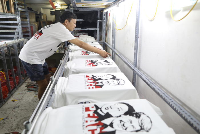 Hanoi shop discovers Trump-Kim T-shirt is a bestseller - 4