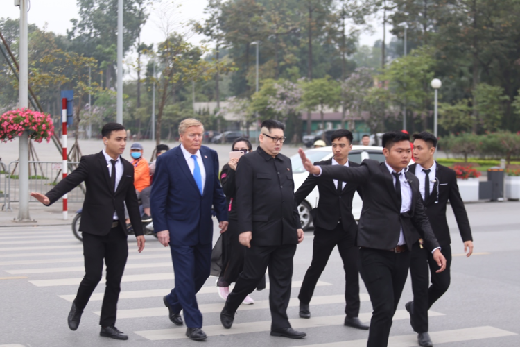 The Trump-Kim impersonator duo is acoompanied by a squad of five bodyguards. Photo by VnExpress