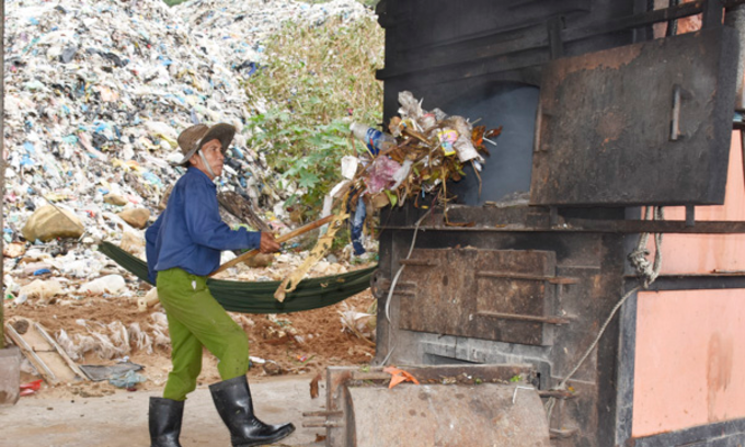 Overwhelmed Con Dao Islands to ship trash to mainland